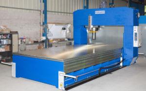 presse hydraulique à planer hydrogarne série TL 400 T x 6000 mm